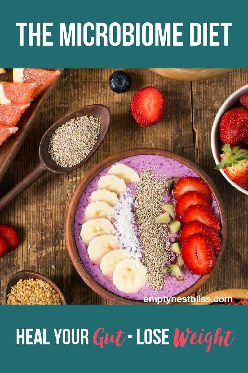 Breakfast smoothie bowl for gut health.